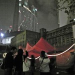 テントは初観劇か? 写メ撮る若者たち。そして、精華がなくなったら、紅テントはいづこへ……。