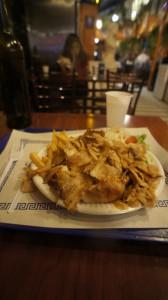 assiette gyros アシエット・ギロてふギリシャ料理。ケバブと菜っ葉と芋。