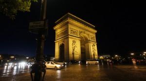 夜の凱旋門。