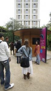 かつてパリ在住中にはよく来たルイイ公園の、無料炭酸水呑み場。
