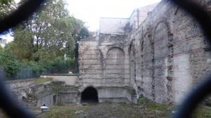 古代ローマの風呂場の跡、中世美術館。20hまへ。