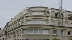 avenue Daumesnil ドメニル通りと rue de Rambouillet ランブイエ通りの角のビル。